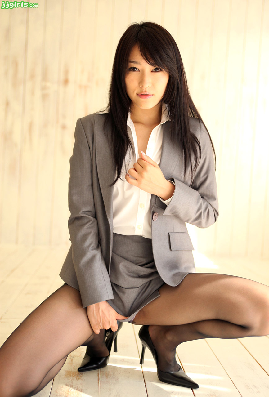 Японка в офисе 10 фотография